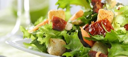 Découvrez les salades de l'epicerie gourmande, restaurant à Villandry.